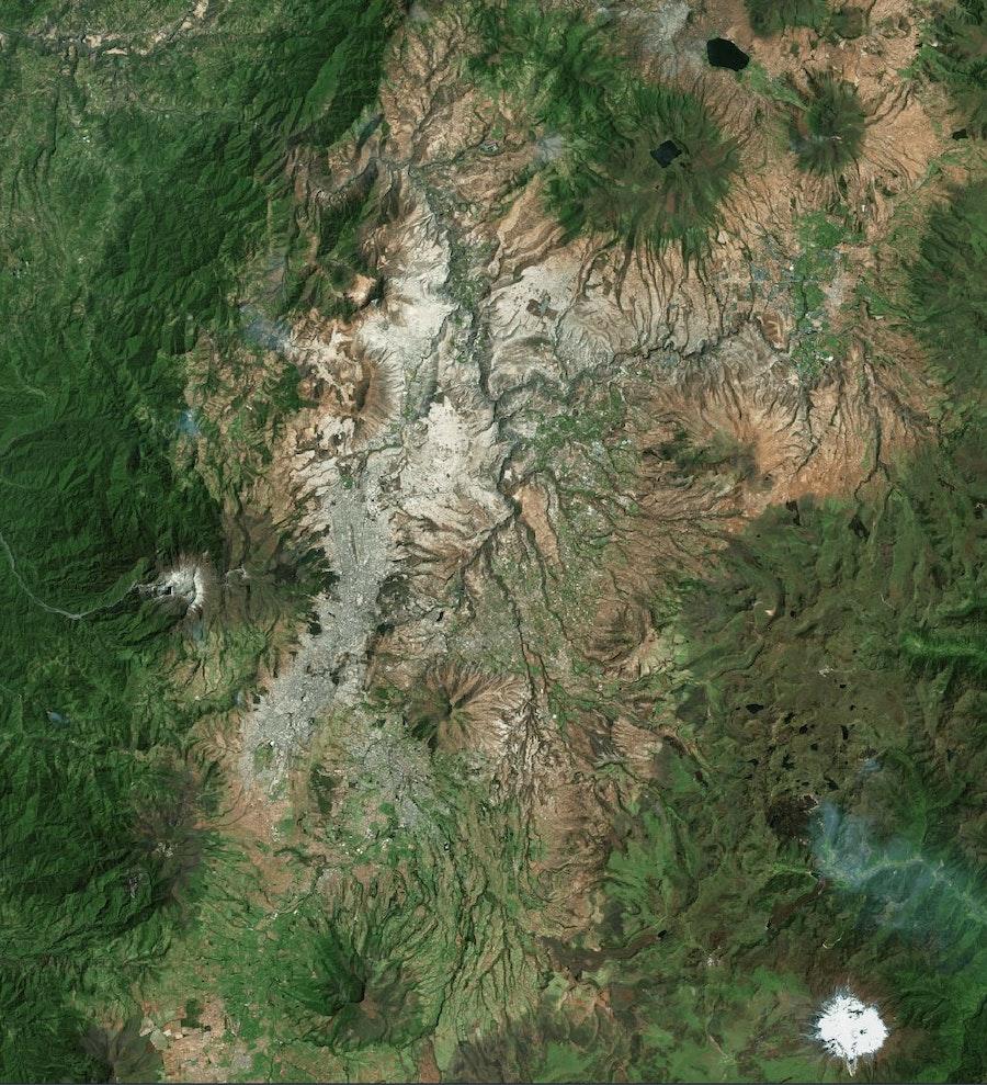 Quito Luftbild 2021 Earthstar Geographics Bing